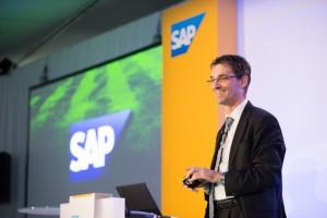 """""""Wir zerlegen monolithische Anwendungen wie die SAP Business Suite in einzelne Bausteine, ohne dabei die Datenintegrität zu verlieren"""", kündigt SAP-Entwicklungschef Bernd Leukert als Innovation auf Basis von SAP HANA an. © SAP"""