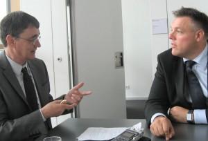 """""""Über SAP Vehicle Insights sammeln Unternehmen umfassende Informationen zu ihrer Flotte sowie fahrzeugspezifische Daten"""", erläutert Rolf Schumann, Chief Technology Officer and Head of Innovation bei SAP im Interview mit is report-Redakteur Jürgen Frisch. """"Das gibt ihnen die Möglichkeit, den Fuhrpark besser zu verwalten."""" Quelle: SAP"""
