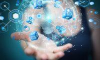 Software-Entwickler arbeiten mit Künstlicher Intelligenz